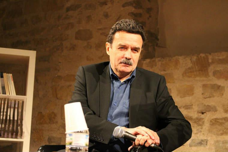 Pourquoi l'interview de Emmanuel Macron du dimanche 15 avril 2018, donné par Edwy Plenel et Jean-Jacques Bourdin, a-t-elle fait polémique?